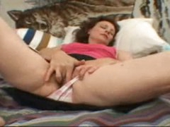 Shaggy slit gal rubs her sexy clit